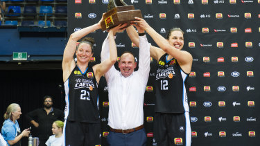 Kelsey Griffin, coach Paul Goriss and Marianna Tolo hold the grand final trophy.