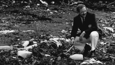 Ian Kiernan among the litter at Balls Head Bay, Wollstonecraft, for the first Clean Up Australia Day in 1989.
