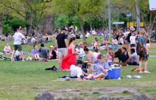 Drinking is allowed in Edinburgh Gardens in Fitzroy - a popular spot during the pandemic - between 9am and 9pm.