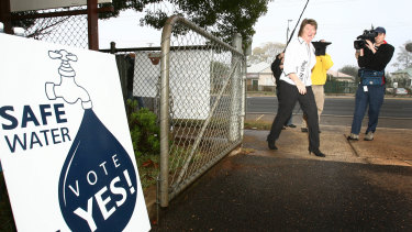 Mayor Di Thorley enters a polling station during the referendum on recycled water in 2006.