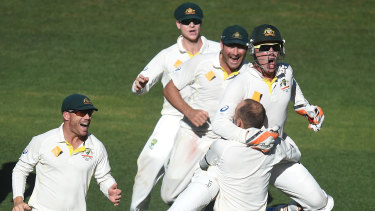 Teammates race to congratulate Nathan Lyon in 2014.