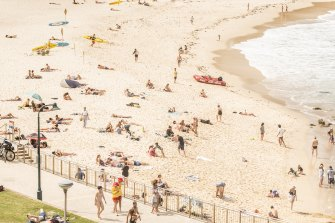 Beachgoers flock to Bronte Beach on Boxing Day, following a large gathering on Christmas Day amid concerns it could spark more COVID-19 cases.