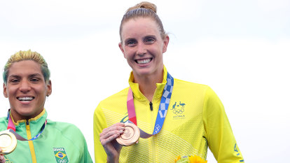 Lee wins Australia's first ever medal in marathon swimming