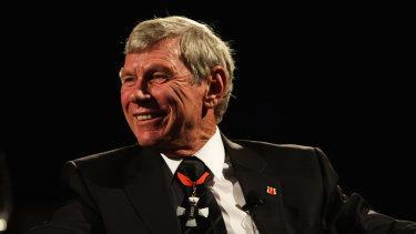 Sir Peter Snell talks to the audience during a New Zealand Olympic Committee dinner in 2009.