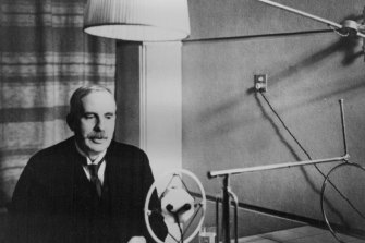 Ernest Rutherford delivers a lecture in New Zealand in 1926.