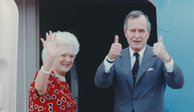 US President George H. W. Bush and his wife Barbara farewell Australia from the steps of Air Force One at Melbourne Airport on January 3, 1992.