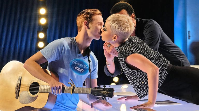 Benjamin Glaze being kissed by Katy Perry on American Idol.