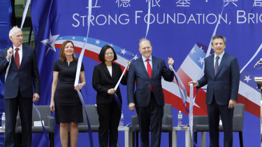 From left; Chairman of the American Institute in Taiwan (AIT) James Moriarty, US assistant Secretary of State Marie Royce, Taiwanese President Tsai Ing-wen, and others pose before inaugurating the de facto embassy in Taipei on Tuesday.