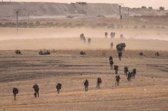 Turkey's forces advance towards Manbij in Syria.