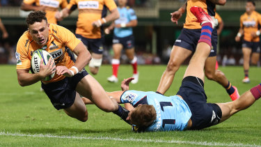 Tom Banks crashes over for the Brumbies.