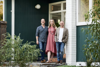 Anthony Burke (right) with a couple transforming their 1950s house on Restoration Australia.