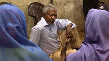 Kofi Annan visiting a refugee camp in south Darfur in 2005.