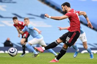 Bruno Fernandes scores for Manchester United against Manchester City.