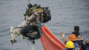 Rescuers use crane to retrieve part of the landing gears of the crashed Lion Air jet from the sea floor in the waters of Tanjung Karawang, Indonesia.
