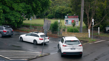 Cars queued outside the pop-up COVID testing clinic at the Avalon Bowlo on Saturday as the outbreak spread.