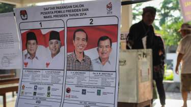 Indonesian people cast their ballot for the Indonesia Presidential elections at a polling station on July 9, 2014.