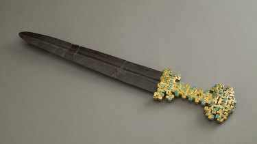 Sword blade with inlaid openwork hilt, Eastern Zhou Dynasty, Spring and Autumn Period 770–476 BCE in gold, iron and calaite.