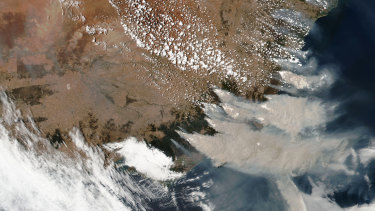 A January 4 satellite image shows wildfires in Australia.