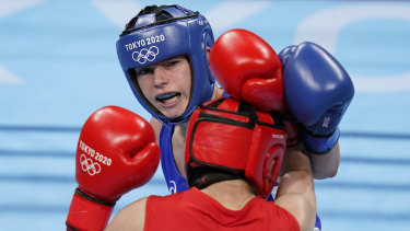 Australia's Skye Nicolson is through to the quarter-finals of the featherweight division.