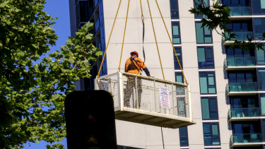 A man is seen being carried into the air above the construction site on Lonsdale Street.