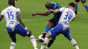 Romelu Lukaku looks for a way through against Sampdoria.