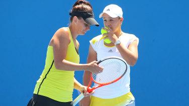 Casey Dellacqua and Ashleigh Barty at the 2013 Australian Open.