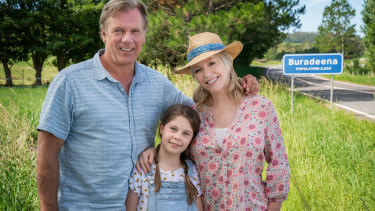 Without really meaning to, the Rafters - Dave (Erik Thomson), Julie (Rebecca Gibney) and Ruby (Willow Speers) - have become tree changers.