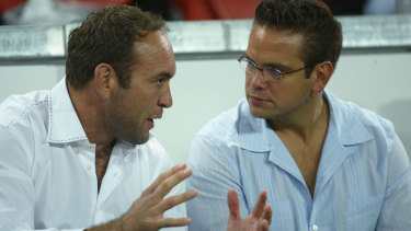 Gorden Tallis and Lachlan Murdoch locked in discussion in 2004.