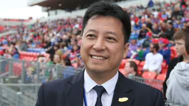 Chinese lighting magnate Martin Lee is keen to offload the Newcastle Jets to a new owner.