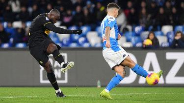 Romelu Lukaku scores his second against Napoli.