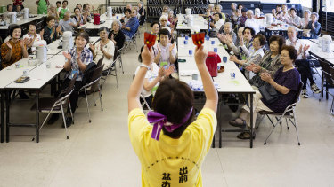 A monthly lunch event for tenants who live alone at a huge government apartment complex in Tokiwadaira, Japan.