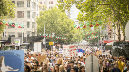 Thousands flock to second climate change rally in Melbourne