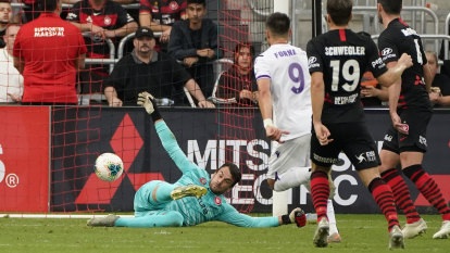 Babbel's future uncertain as Wanderers undone by Glory deflection