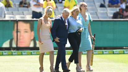Dean Jones takes over the MCG one last time