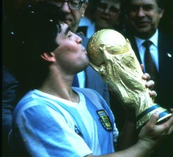 Maradona kisses the World Cup in 1986.