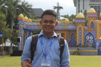 Indonesian international student Najamuddin Idris has abandoned his planned Masters of Laws at Melbourne University and will instead relocate to the UK, which is allowing international students into the country.