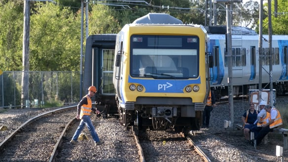 Failing to grease squeaky rails caused train to jump tracks: watchdog