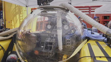 A submersible after a British scientist and her American pilot had to make an emergency ascent from 250 metres beneath the surface of the Indian Ocean off the Seychelles after smoke filled their two-person submersible.