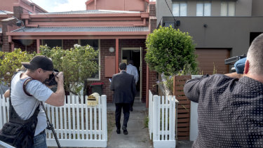 Detectives are seen at the Kensington house where a woman's body was found in a bathtub in Melbourne in January 2018.