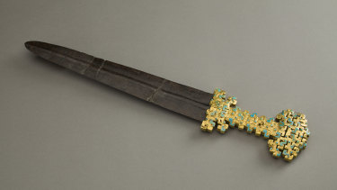Sword blade with inlaid openwork hilt, Eastern Zhou Dynasty, 770–476 BCE in gold, iron and calaite.