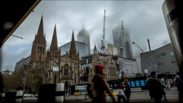 Winter records broken as Melbourne's thick fog, icy temperatures going nowhere