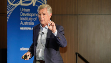 Economist and political analyst Jonathan Pain speaks at Crown Perth.