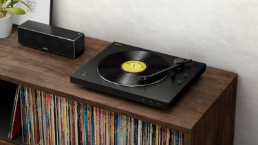 Bluetooth turntable perfect for vinyl lovers and newcomers alike