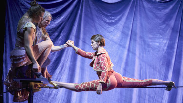 Jess McCrindle, Chelsea McGuffin and Phoebe Armstrong perform in Circus Oz Wunderage.