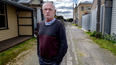 Photo of Geoff Hillis standing on the lane way where a fight took place near the Brewhouse  in Queenscliff.
