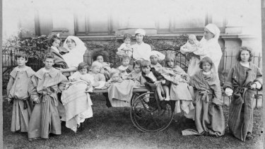 Nursing staff with patients outside of the Melbourne Exhibition Building.