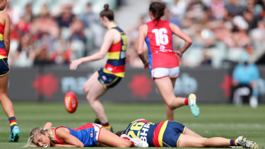 Chelsea Randall (right) and Melbourne's Eliza McNamara after their heavy collision last Saturday;