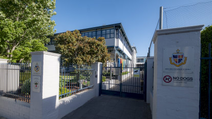 Geelong Grammar offloads two Toorak properties in midst of pandemic
