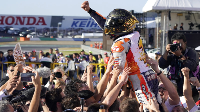 223fead51b669 Marquez celebrates fifth MotoGP title ... by dislocating his shoulder