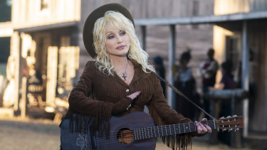 Dolly Parton plays a honky-tonk bar owner in one episode of Dolly Parton's Heartstrings.